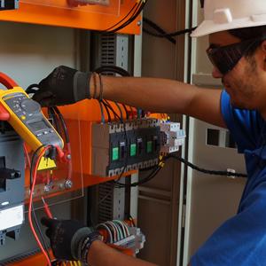 Proyectos, montajes y mantenciones eléctricas, de tableros y mallas a tierras.
